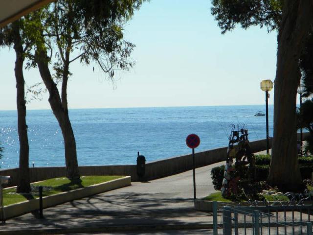 Вид на море с террасы апартамента
