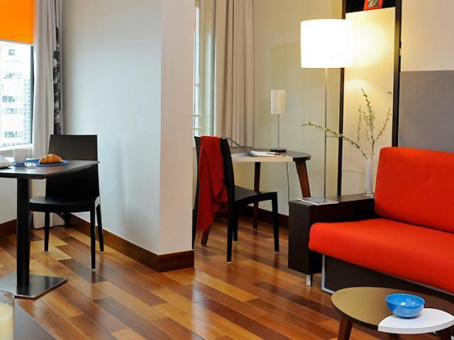 Апартаменты в апарт-отеле рядом с Эйфелевой башней, Париж