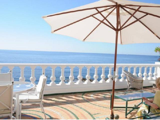 Вилла во Франции. Вид на море с террасы виллы  в Maison