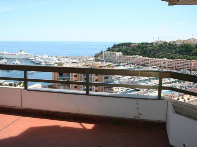 Апартамент с панорамным видом на море в Монако