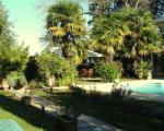 Территория виллы с летней беседкой и бассейном