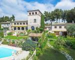 Вид на дом и сад поместья в Ницце