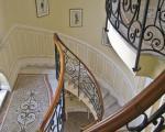 Кованые перила лестницы в вилле