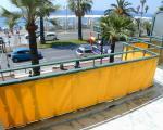 Вид с террасы на дорогу и море