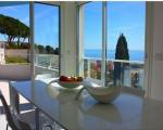 квартира в рокбрюн. столовая с видом на море