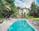 Продажа виллы с бассейном в Ницце